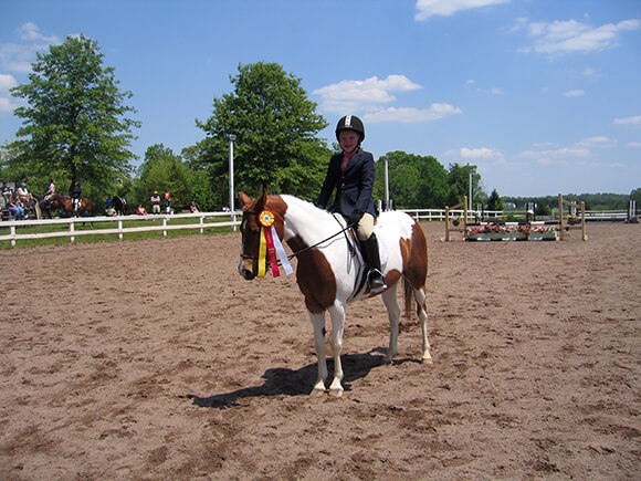 Le jour où vous pourrez enchaîner un parcours compliqué ou une reprise particulièrement technique tout en légèreté et respect, et ce, sans le moindre artifice, vous serez certainement le plus heureux des cavaliers. Et votre cheval avec !