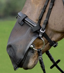 nose-nets-protection-nasales-contre-les-moucherons-headshaking