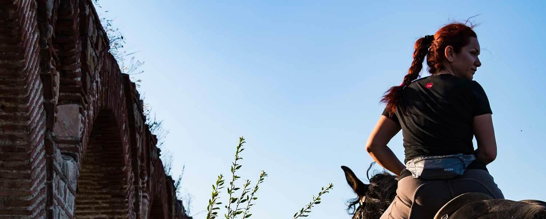 monter à cheval sans casque