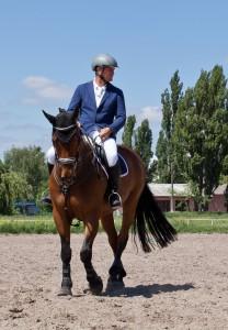 horseback-275999_1920