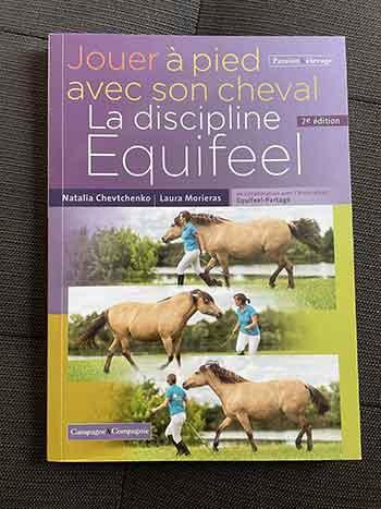 """Couverture du livre d'Equifeel : """"Jouer à pied avec son cheval - La discipline Equifeel"""""""