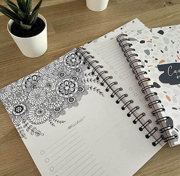 Pages intérieures avec mandala à colorier de l'agenda bullet journal Cavalière épanouie